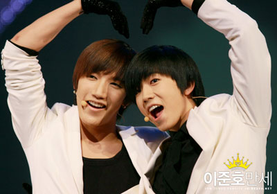 Junsu และ Wooyoung เป็นพิธีกรในงาน Show King M Bangkok