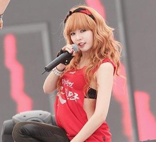HyunA ถูกโหวตมาเป็นอันดับ 1 ของ 'ร๊อคเกอร์สาวสุดเซ็กซี่'
