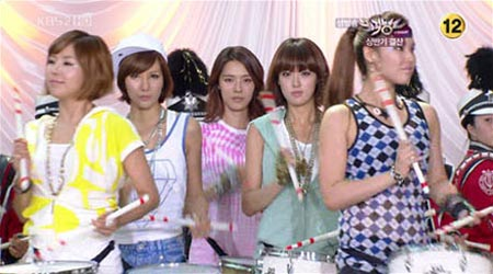 After School แสดงโยธวาทิตใน Music Bank !