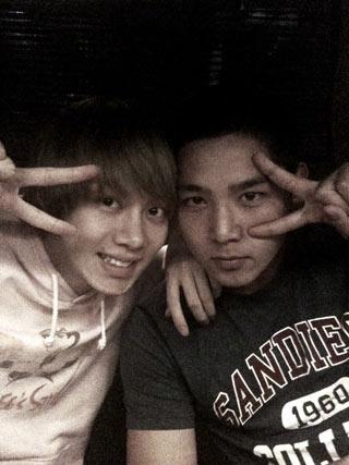 Heechul ไปเยี่ยม Kangin ในกรม