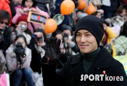 Kim Dong Wan วง Shinhwa ปลดประจำการแล้ว