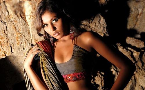 Madhu_shalini_Kollywood_hot_actress_4