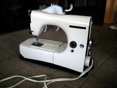 Male Pattern Boldness Top 40 Reasons To Buy A Vintage Sewing Machine Enchanting Viking 6440 Sewing Machine