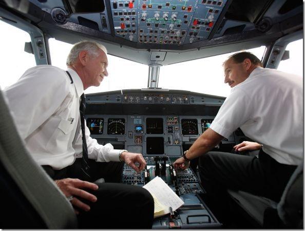 size_590_piloto-aviao-2