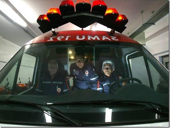 size_590_samu-medicos-ambulancia