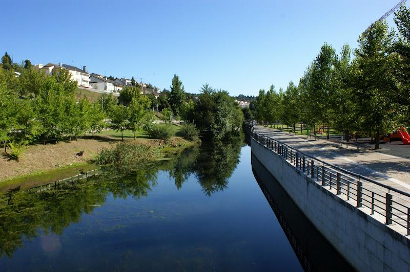 Bragança, reflexos no rio Fervença