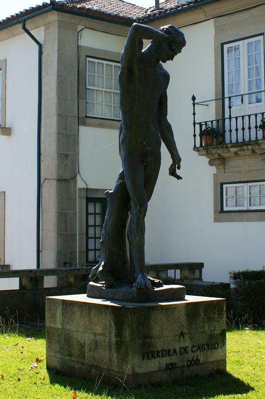 Oliveira de Azemeis, Estatua a Ferreira de Castro
