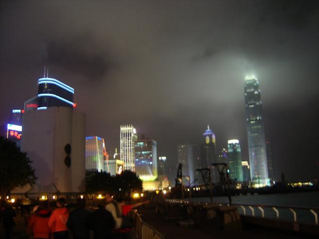 Nocne światła i mgła