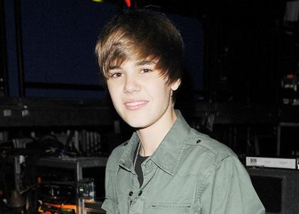 Justin Bieber Quiz  Girls on My Biebs I Loveeee Yoouu Justin Drew Bieber Mallette Ll