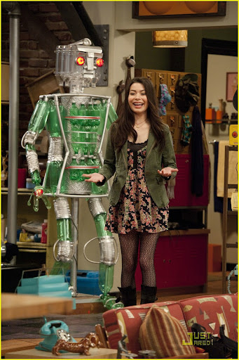 iCARLY  301 iGot  a Hot Room Carly Shay (Miranda Cosgrove) in  iCarly on Nickelodeon. Photo Credit: Lisa Rose/Nickelodeon. ©2010 Viacom  International,Inc. All Rights Reserved