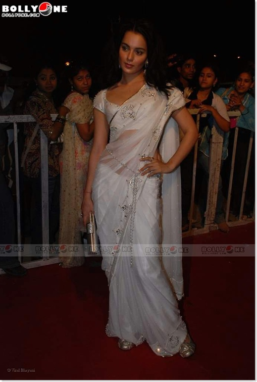 Kangana Ranaut Looking Sexy in a White See Through/Transparent Saree at the Nokia Star Screen Awards...