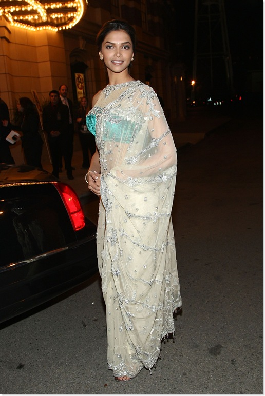 Deepika Padukone HQ Pictures - Looking Hot in a See Through/Transparent Saree at the Premiere of