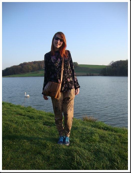 Vintage blouse; H&M bag; Zara harem pants; Graceland shoes (10)