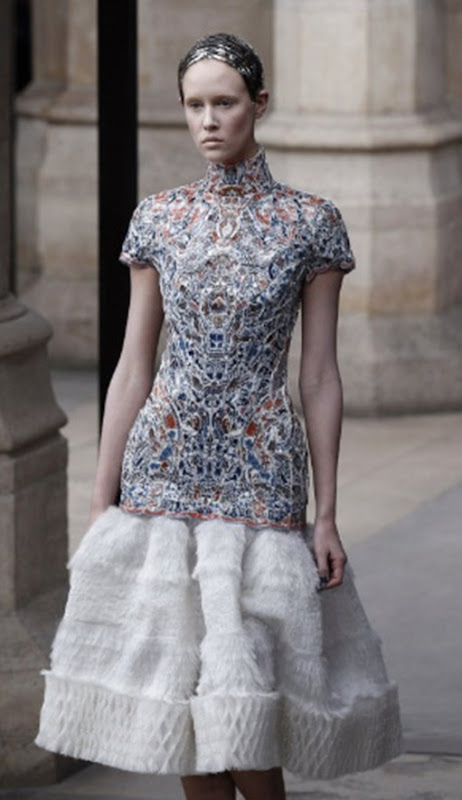 McQueen FallWinter 2011 Sarah Burton Turns Out Royal Wedding-Worthy Collection (PHOTOS) - Mozilla Firefox 4182011 121739 PM.bmp