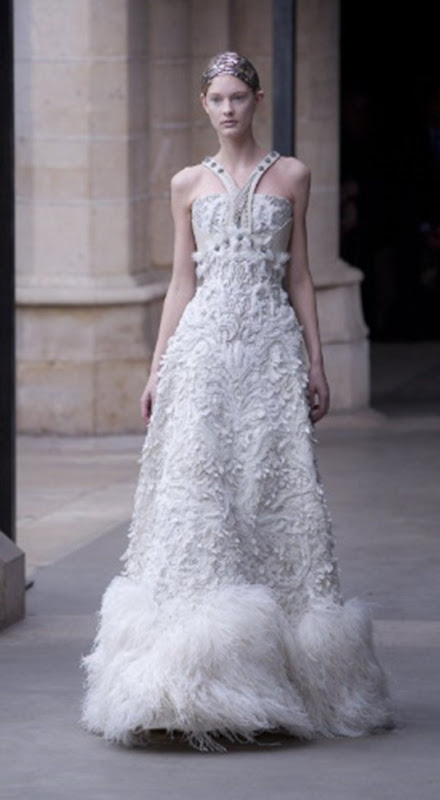 McQueen FallWinter 2011 Sarah Burton Turns Out Royal Wedding-Worthy Collection (PHOTOS) - Mozilla Firefox 4182011 121508 PM.bmp