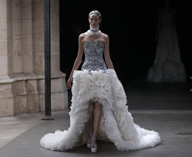 McQueen FallWinter 2011 Sarah Burton Turns Out Royal Wedding-Worthy Collection (PHOTOS) - Mozilla Firefox 4182011 121616 PM.bmp