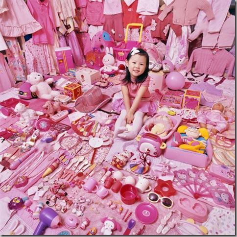 cute-girl-pink-room