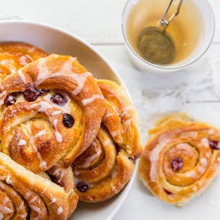 Cranberry And Vanilla Rolls