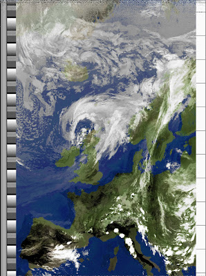 NOAA 18 northbound 59W at 04 Jul 2010 12:38:15 GMT on 137.10MHz, MCIR enhancement, Normal projection, Channel A: 1 (visible), Channel B: 4 (thermal infrared)