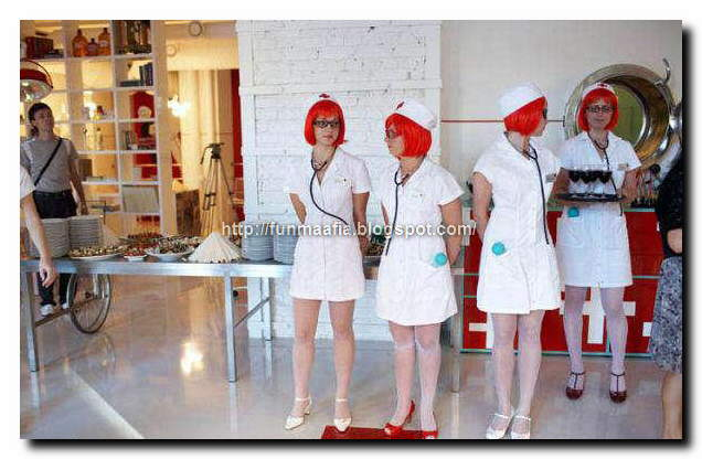 Crazy Pictures: Hospital theme restaurant with nurses as waitresses
