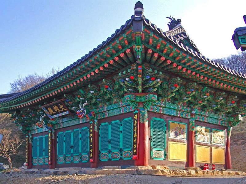 Colorful Photos of Korean Temples By Jean-Claude Riboulet