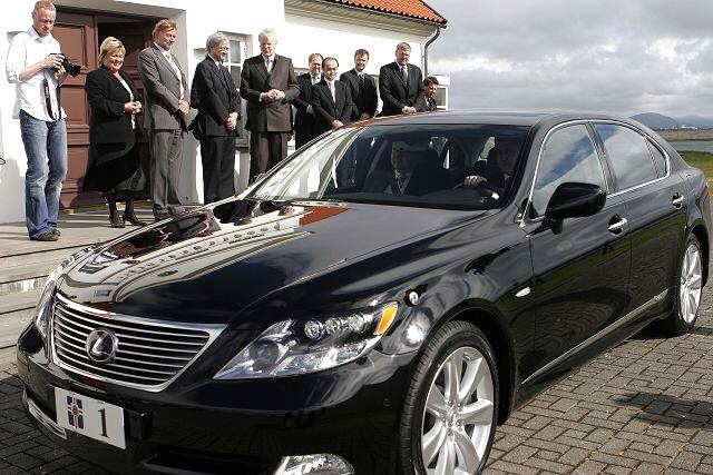 Presidential Cars from around the Globe... See which President drives what car!