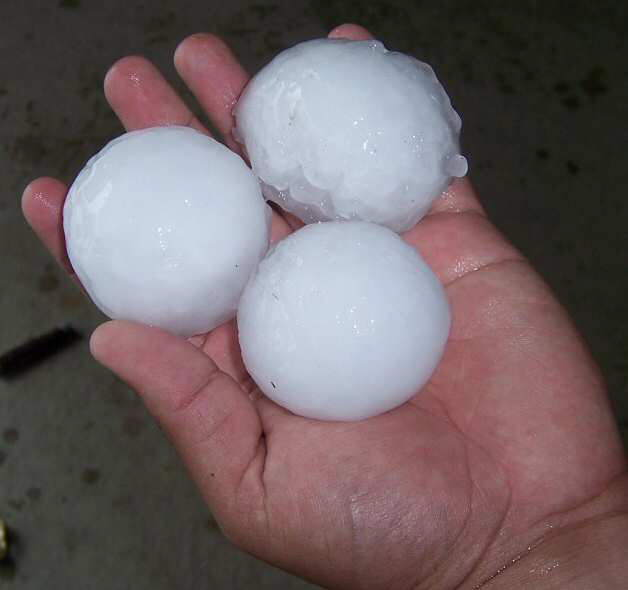 Ever Seen An Ice Rain!!! Hail stones as large as baseballs in Minnesota