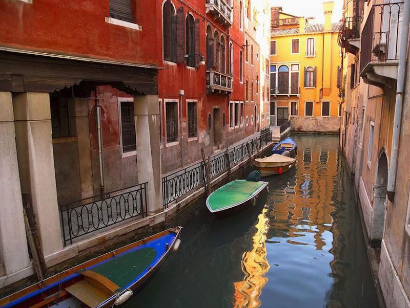 Italy is so beautiful!!! The Grand Canal of Venice, The Dolomites, Montepulciano - Tuscany, Manarola, Lake Garda, Castel Sant'Angelo and Bridge, Burano, Bergamo