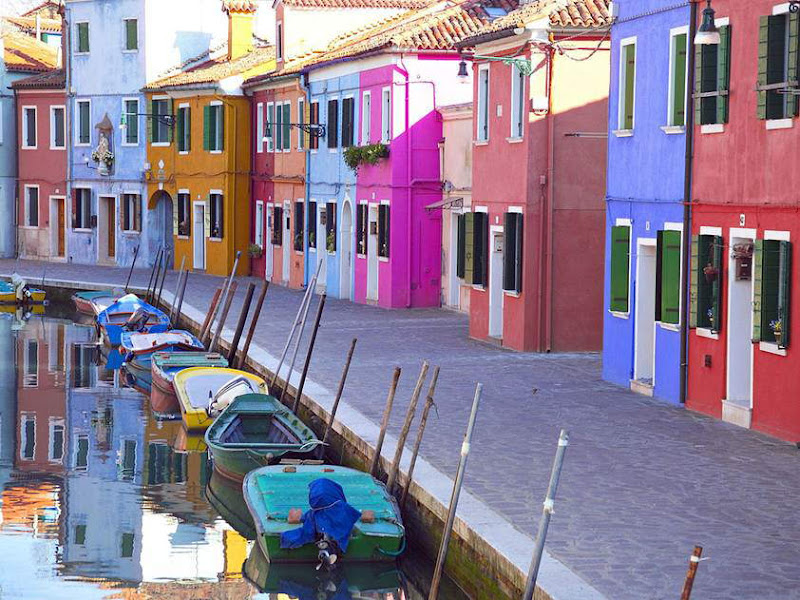 Italy is so beautiful!!! The Grand Canal of Venice, The Dolomites, Montepulciano - Tuscany, Manarola, Lake Garda, Castel Sant'Angelo and Bridge, Burano, Bergamo