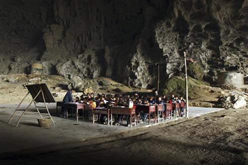 Strange Cave School: Dongzhong Primary school
