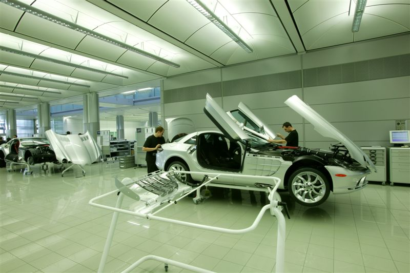 Photos from the Mercedes Car Factory - Unbelievably Clean Workspace
