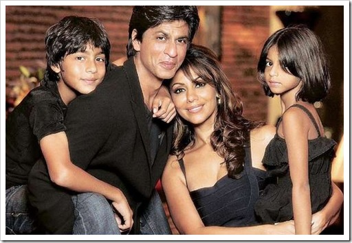 Shahrukh khan with his family at his home Mannat