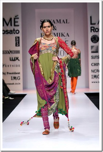 Tradutuibak bridal wear collection by shyamal and bhaumika in Lakme Fashion week