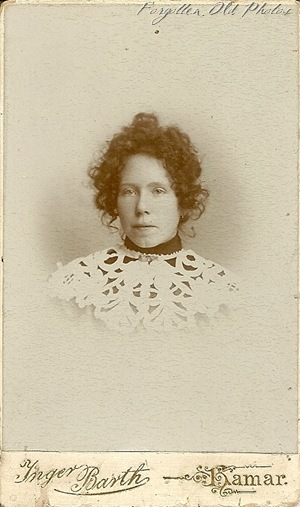 Lady with lace foreign Grand Forks CdV