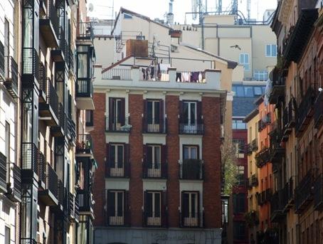 12-Häuserschlucht mit Dachterasse