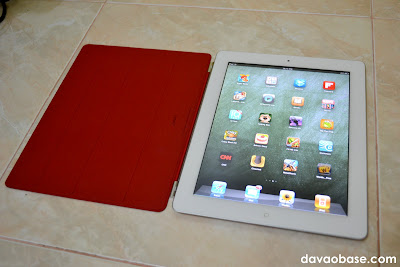 iPad 2 with Smart Cover: Loaded with free apps