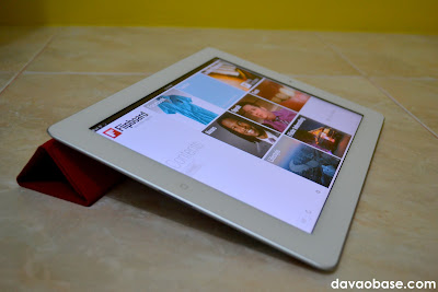 Reading Flipboard on iPad 2, using the Smart Cover as keyboard stand
