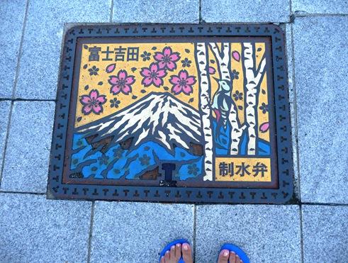 tampa de bueiro em Fujiyoshida