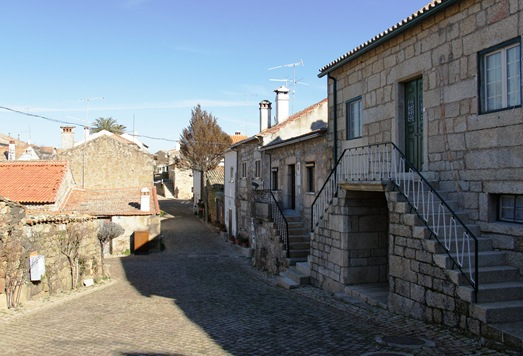 Idanha a Velha - rua da aldeia