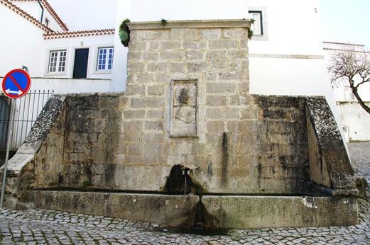 Ourem - Castelo - fonte gótica . medieval