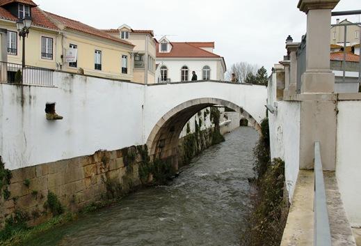 Alcobaça - ponte sobre o rio Alcôa