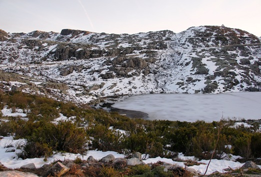 Serra da Estrela - lagoa descongelando