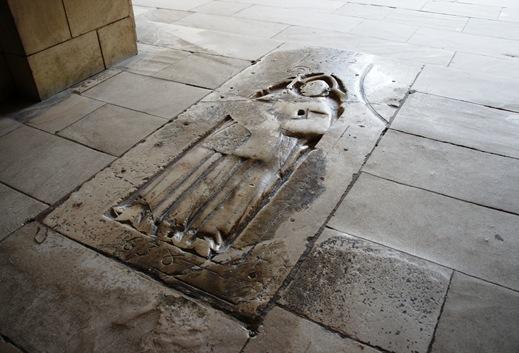 Mosteiro de Alcobaça - laje sepulcral dum abade de Cister 2