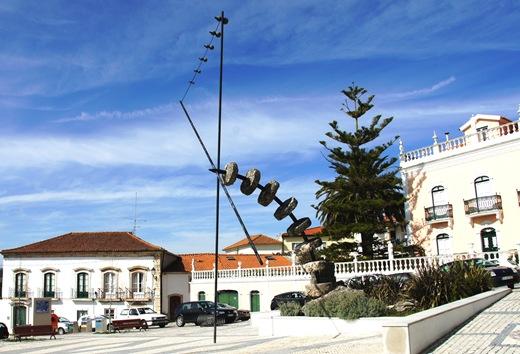Porto de Mós - monumento às Mós