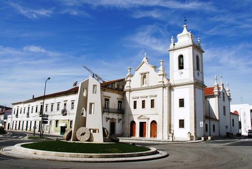 Porto de Mós - praça do rossio - igreja de s. pedro e rotunda