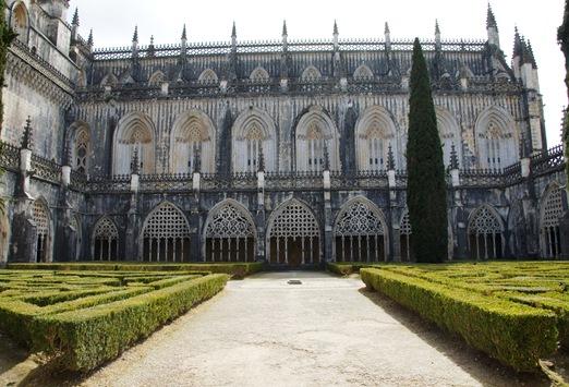 Batalha - Mosteiro de Santa Maria da Vitória - claustro de D. João I 9