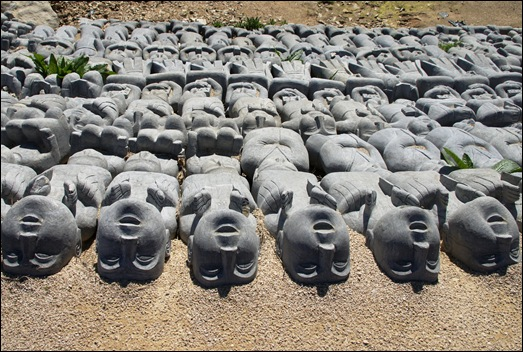 Buddha Eden - estátuas enterradas