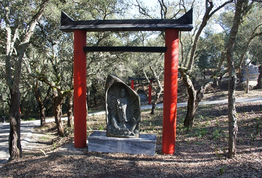 Buddha Eden - avenida de torii 1