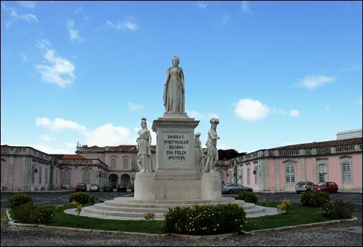 Palacio de Queluz - estátua de D.Maria I