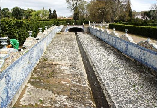 Palácio de Queluz - canal de azulejos 2
